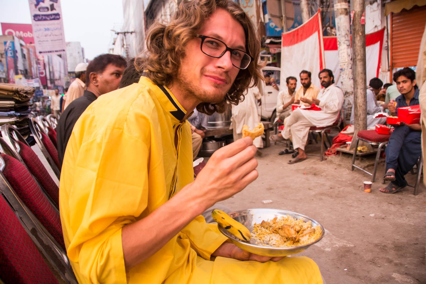 Hospitality of Pakistanis - Mera Pakistan
